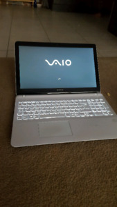 Sony Vaio fit SVF15 (Intel i5 Quad, 8GB, NFC, 320GB fast HDD)