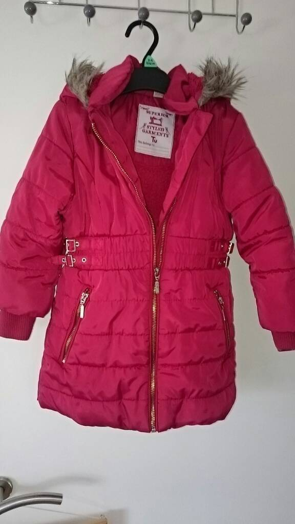 Girls Winter jacket 3 4yearsin Leicester, LeicestershireGumtree - Girls Winter jacket in red size 3 4 years old.Fleece inside to keep your child extra worm.Worn but very good condition.No marks hols Etc.Smoke free home