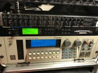 Roland S-760 Sampler with OP-760-1 Video Output and compatible mouse.