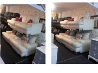 BEAUTIFUL LARGE 2 SEATER WHITE LEATHER SOFA WITH 2 MATCHING SNUGGLE CHAIRS MIRRORED FEET VERY COMFY