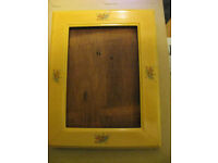 Elegant Vintage Lacquer-Effect Floral Photo Frame with Wooden Back (no glass)