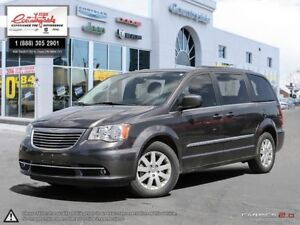 2016 Chrysler Town & Country Touring *DVD, NAV AND BACK UP CAM*