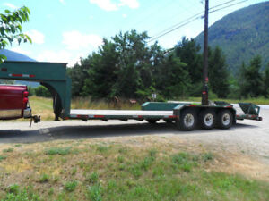 27ft   flat deck trailer triple axle with ball hitch