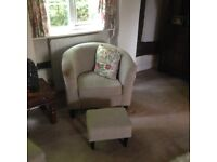 2x single wing back chairs.