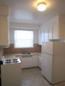 Heated 3 1/2 near Concordia (Loyola) in NDG – GREAT LOCATION!