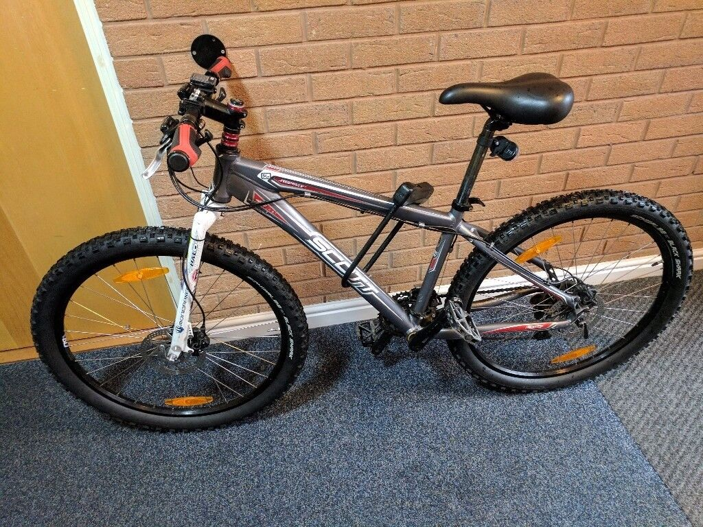 Scott MTB with 24 speed Shimano gears and Shimano disk brakes
