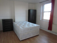 EXTRA EXTRA LARGE DOUBLE ROOM TO RENT 2 MIN FROM BOW / MILE END TUBE STATION (ZONE-2