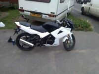 Lexmoto 125 xtrs white and black