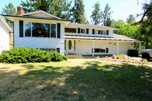Beautifully updated 4 bed, 2 1/2 bath home in Glenrosa!