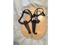 Ladies flat black toe post sandals