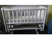 Baby gliding crib