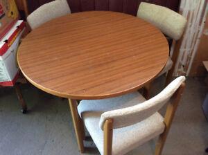 set de cuisine table en bois 38 pouces de diamètre compacte