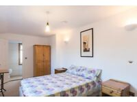 Ensuite Double room in Greenwich Available from 29th July