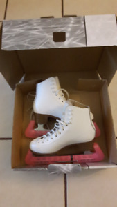 "Jackson ""Mystique"" girls figure skates size 3B"