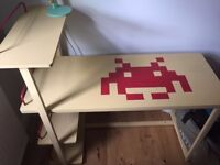 SpaceInvader Desk