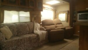 Mint condition 31 ft.  5th Wheel - Must go - make an offer