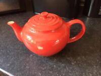 Le crueset teapot