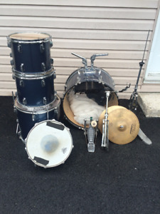 PRICED TO SELL! 5 pc drums