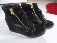 Women's size 5 boots