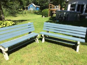 Banc(2) de bois transformable en table a pic nic