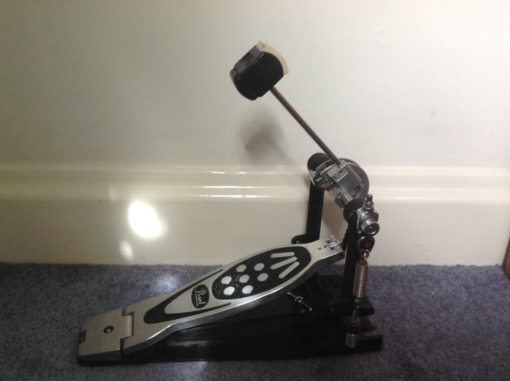 Pearl bass drum pedal, used but in a great condition.