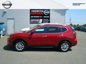 2017 Nissan  Rogue SV - Moonroof & Technology package