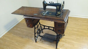 Antique Sewing Machine - Model N (1890s) Standard Co.