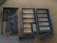 Adjustable cutlery trays