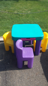Table little tikes avec 4 chaises
