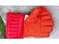 5 Pairs of Cricket Wicket Keeping Gloves for Sale - NEW - Job Lot - £25