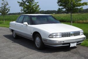 CLASSIC  BEAUTY  1992 OLDSMOBILE NINETY- EIGHT REGENCY ELITE