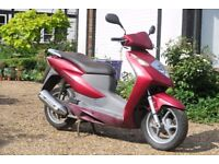 Honda Dylan 125cc Scooter - For Parts or Repair - 2005 - Has Difficulty Starting
