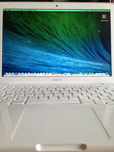 MacBook, WHITE– Beautiful Condition! MS Office2011