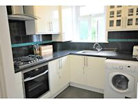 LUXURY TWO DOUBLE BED FLAT - MINUTES FROM STATION