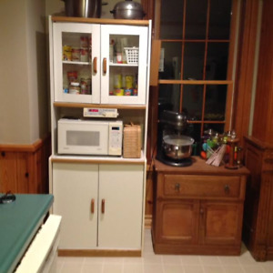 Kitchen cabinet, great shape