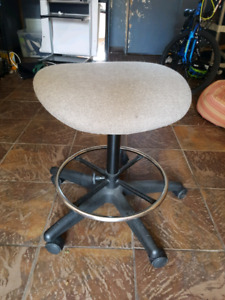 Drafting stool on wheels