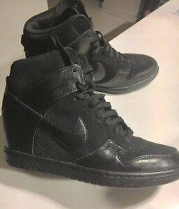 Nike dunk black on black wore once to small 7.5