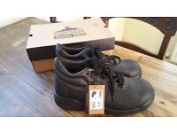 safety work shoes size 11 brand new