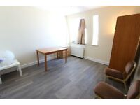 AVAILABLE TODAY.. W14 1 BED FLAT. IDEAL FOR TUBE, TRAIN and MORE. Suit Professional Single/Couple
