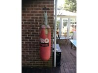 Pro Fitness 3ft Punch bag + Wall Bracket + Gloves
