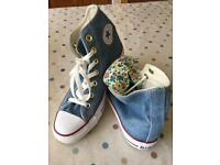Double tongue flowery and denim brand new converse size 4