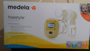Medela freestyle double breastpump new in box