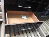Gloss black / walnut chest of drawers