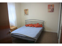 West end room available immediately, £340 p.m, 10 min from Glasgow Uni, 2 min to Kelvinbridge
