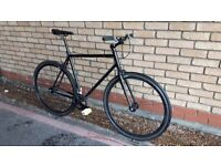 LIGHT SINGLE SPEED BIKE WITH NEW CHAIN NEW BRAKES AND PEDALS MEDIUM SIZE