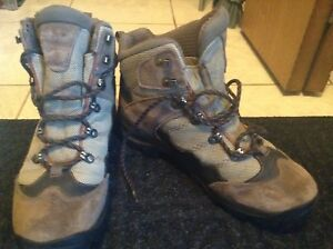Columbia mens hiking boot size 9