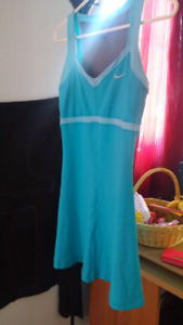 Robe.nike .gr.small NEG
