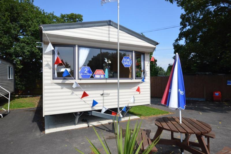 Static Caravan Nr Clacton-On-Sea Essex 2 Bedrooms 6 Berth Willerby Rio 2010