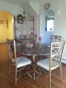 Awsome dining room set with standing bakers wine rack