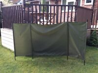 Tracker windbreak (fishing)